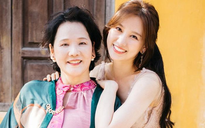 """Hari Won đáp trả căng đét khi mẹ ruột bị xúc phạm """"không có tâm"""" nên con gái nói không rành tiếng Việt"""