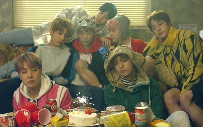 BTS là chủ nhân của 1 trong 2 bài hát có nhiều người nghe nhất trên Melon, thế mà bị antifan mỉa mai rằng nhạc chẳng ai nghe!