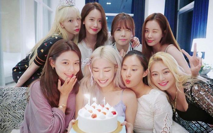 Giữa lùm xùm em út Seo Hyun bị Kim Jung Hyun cư xử thô lỗ, 8 thành viên SNSD bất ngờ mở phòng họp online