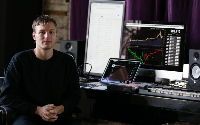 Nhân viên đầu tiên của Coinbase, được trả lương hoàn toàn bằng Bitcoin giờ ra sao?