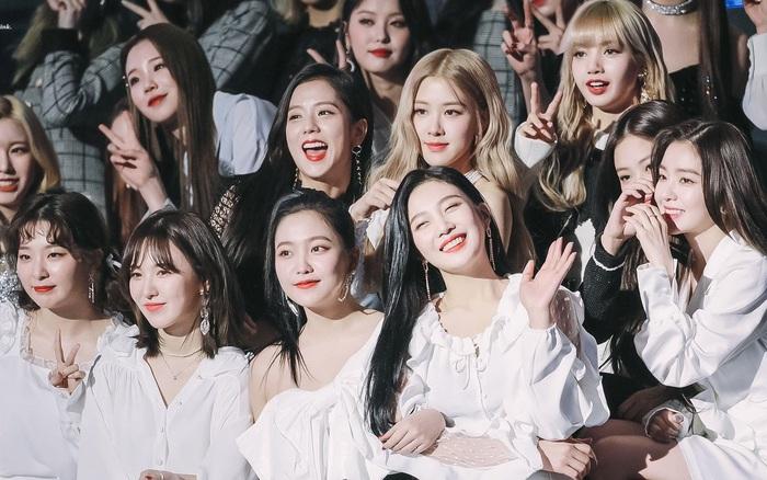 """""""Bội thực"""" trước tổ hợp visual đỉnh nhất Kpop Red Velvet - BLACKPINK ở lễ trao giải: Cả dàn nữ thần xinh như mộng loá cả mắt!"""