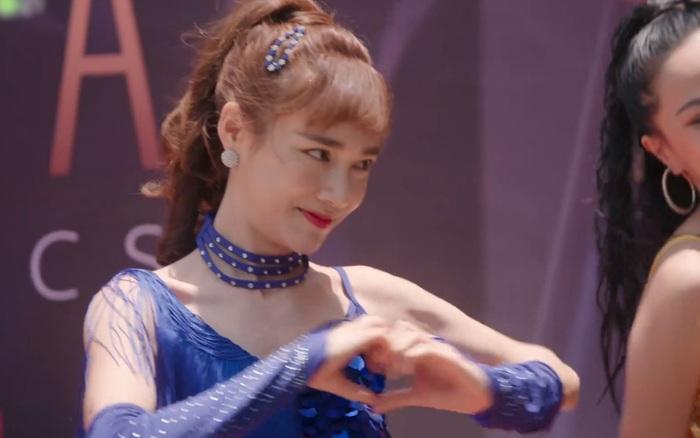 Nhã Phương ăn mặc sexy, nhảy múa khêu gợi giữa phố ở Cây Táo Nở Hoa tập 7