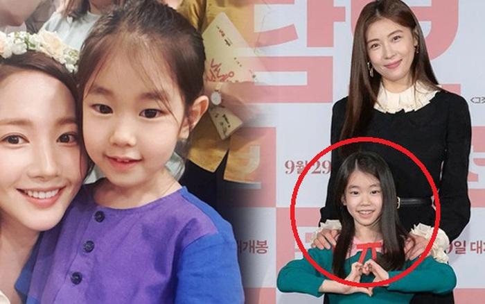 Nhan sắc sao nhí đang hot vì vừa gia nhập YG: Xinh như búp bê, chiếm spotlight khi đứng bên Park Min Young - Ha Ji Won