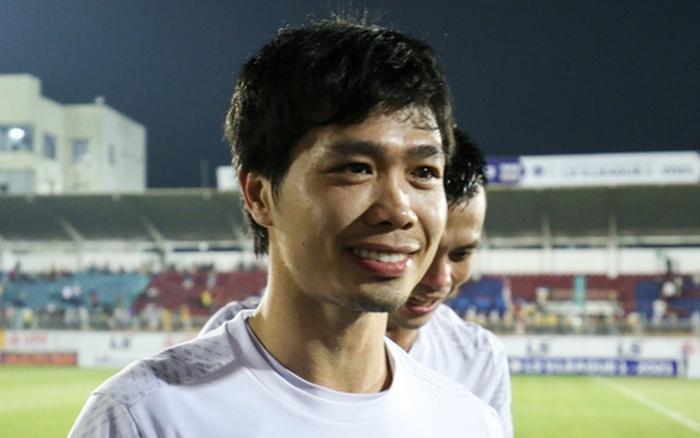 Tại sao Công Phượng từ chối chụp ảnh với fan nữ trước trận HAGL – Hà Nội FC?