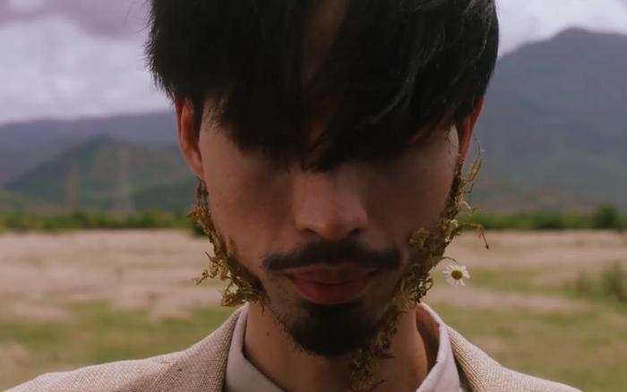 Đen Vâu tung teaser nhưng gây hốt hoảng với gương mặt mọc ra hoa, còn hợp tác với một nhân vật bí ẩn