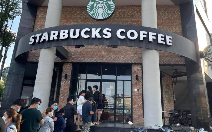 HOT: 7h sáng đăng thông báo bán cốc mới, Starbucks khiến dân tình nháo nhào chạy ra