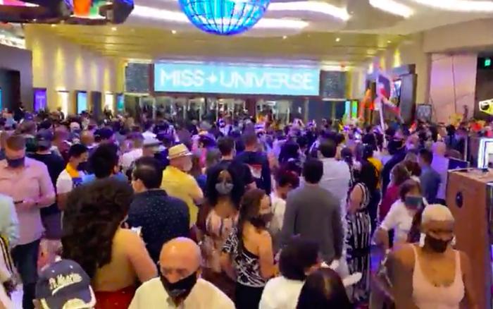 Livestream không khí cực náo nhiệt tại hậu trường trước giờ G Chung kết Miss Universe 2020, Khánh Vân lộ diện thế nào đây?