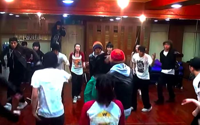 Clip hiếm: BIGBANG và 2NE1 tập luyện cho màn collab đỉnh cao, phòng tập 12 năm trước trông thế nào?