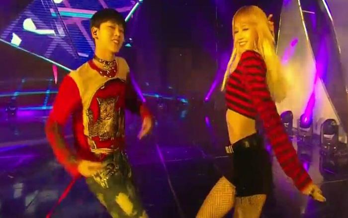 Xem lại stage hiếm hoi Lisa xuất hiện cùng bạn đồng hương nhà SM: Thì ra đã nhảy đỉnh từ thời mới debut rồi!