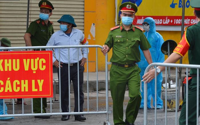 Hà Nội: Cận cảnh khu vực phong toả 6.000 dân ở Thường Tín, nhiều người đi làm ngỡ ngàng phải