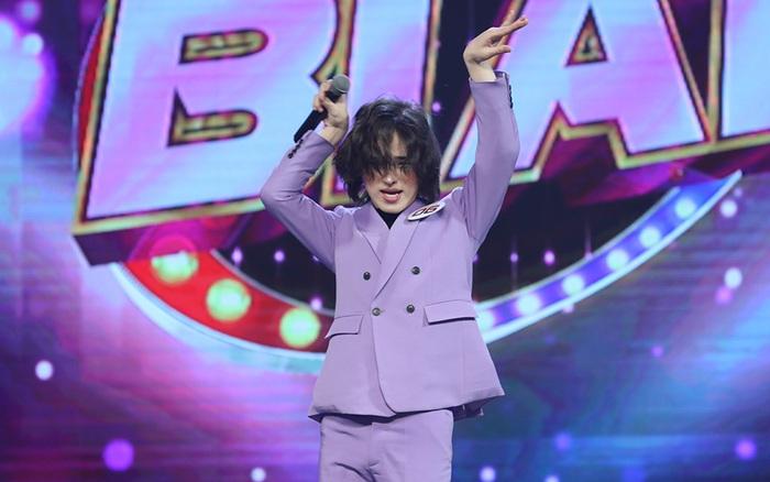 Trần Đức Bo xuất hiện trên sóng truyền hình, gây bất ngờ khi cover hit Mỹ Tâm, Hiền Hồ, Phí Phương Anh!