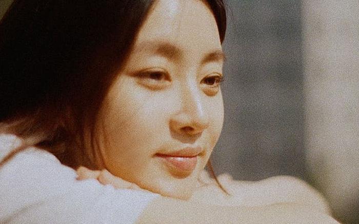 """""""Tình cũ Hyun Bin"""" Kang Sora lộ diện sau 3 tuần sinh con đầu lòng, nhan sắc """"trông mòn con mắt"""" gây xôn xao dư luận"""