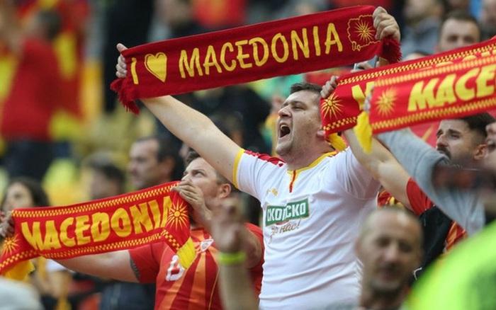 Lão tường 38 tuổi làm nên lịch sử khi ghi bàn đầu tiên cho Macedonia ở Euro, CĐV vỡ òa trong hạnh phúc, hân hoan không nói nên lời