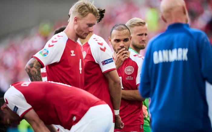 UEFA lên tiếng biện hộ về quyết định gây tranh cãi sau sự cố của Eriksen, báo Đan Mạch nghe xong bất bình phải lập tức đáp trả