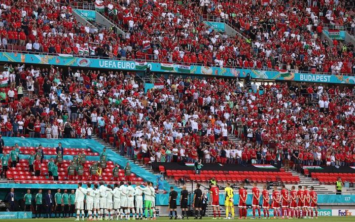 Khán giả ngồi kín đặc khán đài như chưa từng có... COVID-19 trong trận Bồ Đào Nha vs Hungary tại Euro 2020