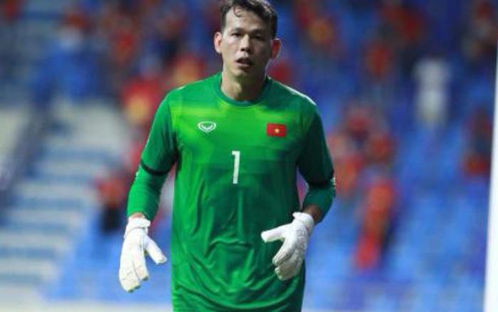Thủ môn Tấn Trường xin lỗi người hâm mộ sau trận đấu với UAE