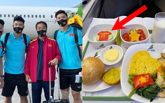 Hé lộ suất ăn trên chuyên cơ về nước của tuyển Việt Nam, món tráng miệng có một chi tiết nhỏ nhưng khiến cầu thủ nào cũng cảm động
