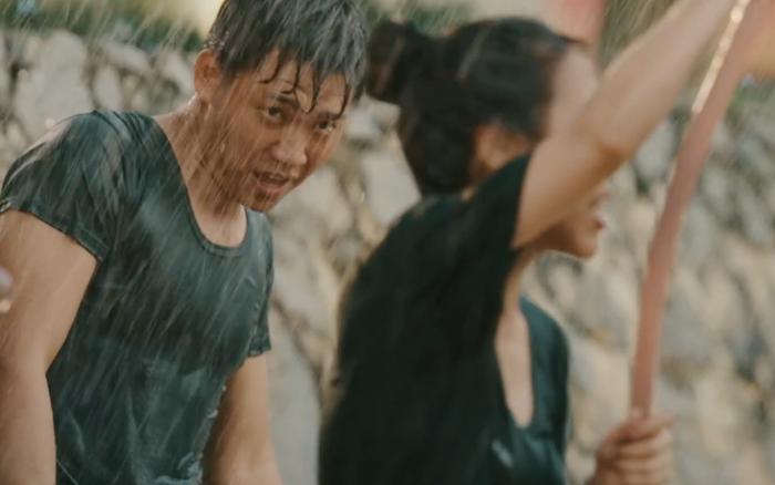 Nghía qua khoảnh khắc Mũi trưởng lộ body 6 múi trong MV mới, sao visual ngày càng