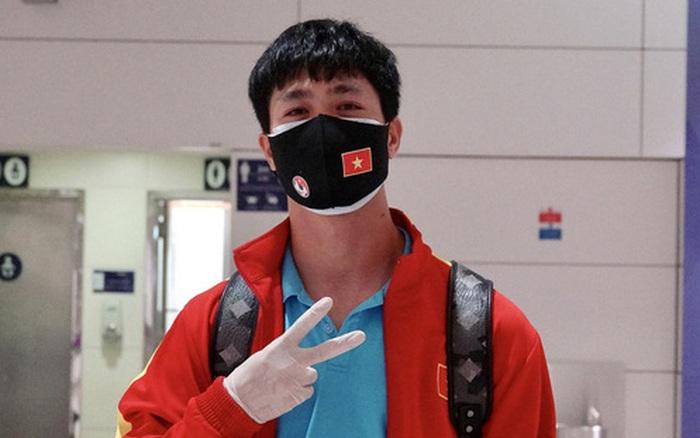 Những mẩu chuyện vui của tuyển Việt Nam ở sân bay Dubai và Tân Sơn Nhất