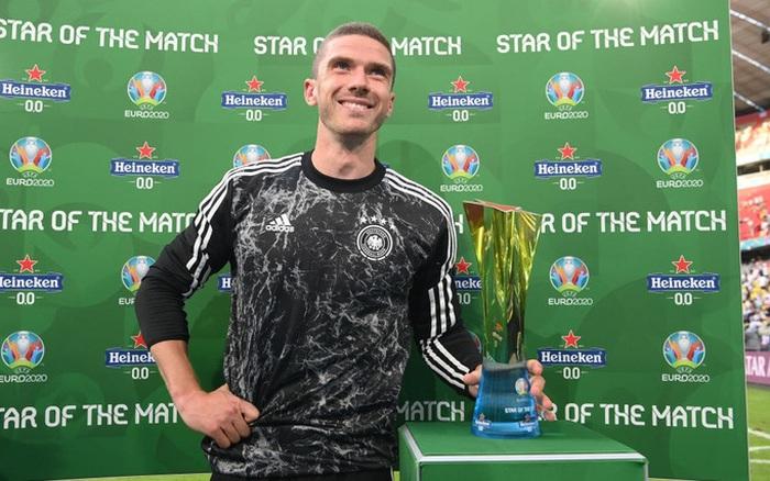 Tiền vệ tuyển Đức có màn trả thủ ngọt ngào với Ronaldo sau trận thắng tuyển Bồ