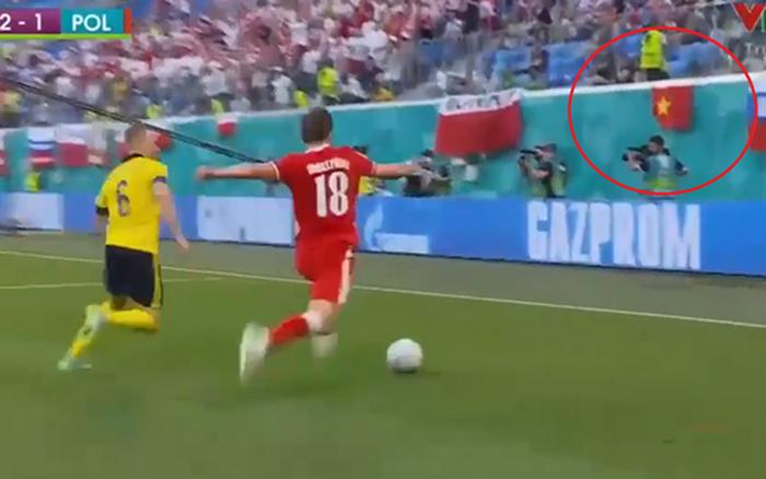 HOT: Quốc kỳ Việt Nam tung bay trên khán đài Euro 2020, chứng minh fan Việt hâm mộ bóng đá không kém bất kỳ nước nào trên thế giới