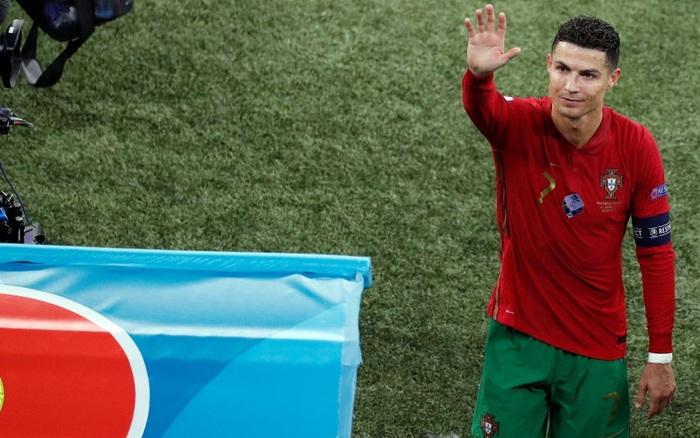 Tại sao Ronaldo toàn mặc áo dài tay thi đấu trong khi đồng đội mặc áo ngắn tay? - giá vàng 9999 hôm nay 164