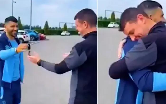 Bạn thân Messi đích thân lái xe sang Range Rover, trao cho anh nhân viên may mắn trước khi rời Man City