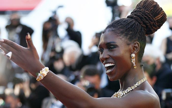 Mượn trang sức đắt giá đi thảm đỏ Cannes, mỹ nhân Anh bị trộm