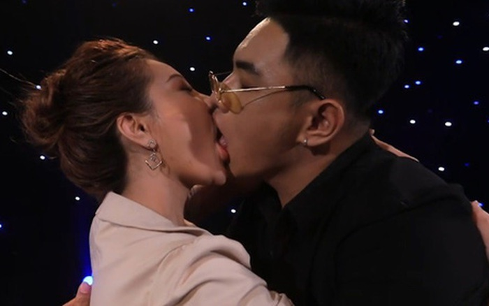 2 năm trước, nụ hôn ngấu nghiến của