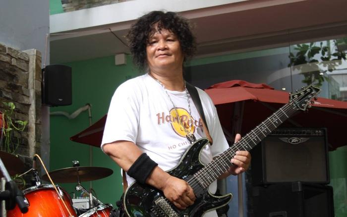 Rocker Trung Thành Sago qua đời ở tuổi 65 khi đang điều trị Covid-19, cả vợ và con đều nhiễm virus