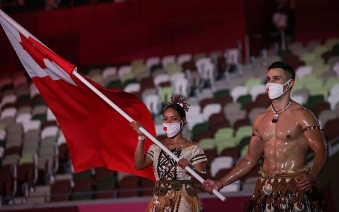 Nam thần bóng nhẫy xứ Tonga và hành trình