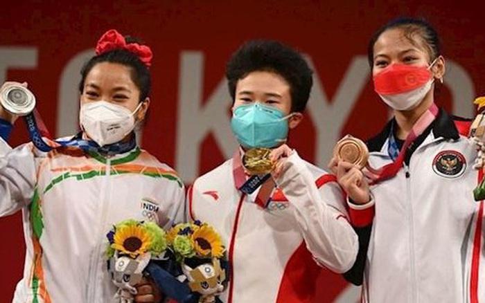 Choáng với nữ đô cử giành HCV, phá luôn 3 kỷ lục Olympic