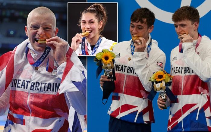 Ban tổ chức Olympic bất ngờ lên tiếng khi chứng kiến VĐV liên tục cắn huy chương, nghe xong lời nhắc thì thấy đúng là