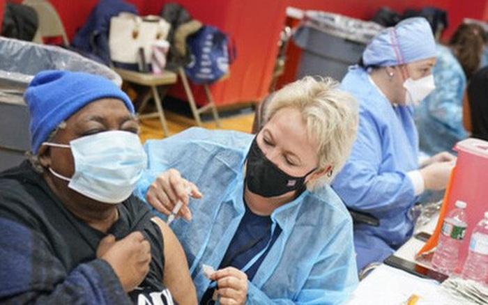 Nguy hiểm rình rập người chưa tiêm vaccine COVID-19 và cộng đồng