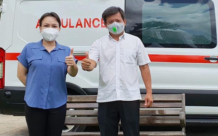 Hứa là làm, NS Việt Hương đích thân trao xe cứu thương trị giá 3 tỷ cho ông Đoàn Ngọc Hải: Hành động đẹp lan toả giữa mùa dịch!