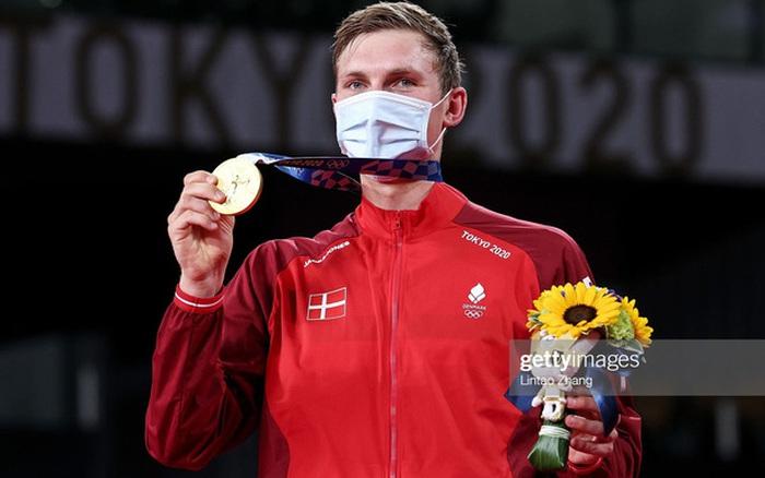 Viktor Axelsen: Chàng trai vượt nỗi sợ hãi Covid-19 để trở thành nhà vô địch cầu lông Olympic