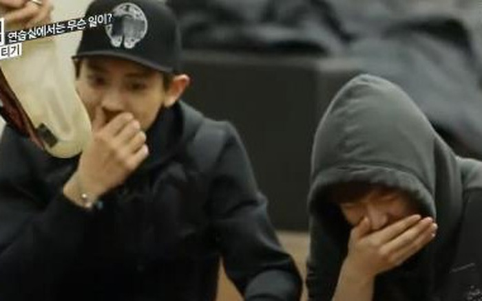 Sau câu chuyện hôi nách, xôn xao hình ảnh Ngô Diệc Phàm bị các thành viên EXO phản ứng vì hôi chân?