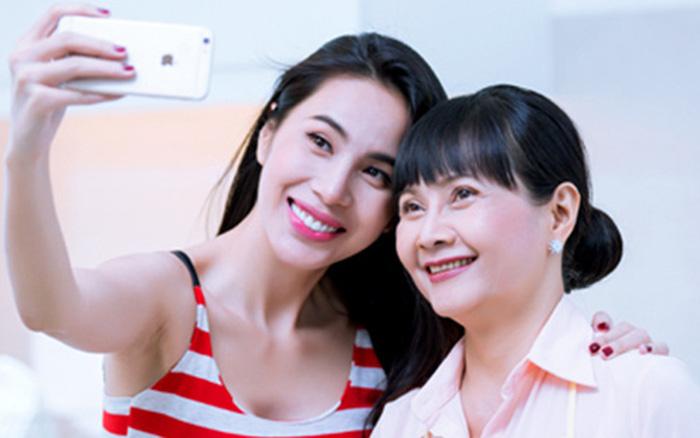 Mẹ ruột Thuỷ Tiên có động thái gây chú ý khi con gái livestream sao kê 177 tỷ đồng tại Vietcombank