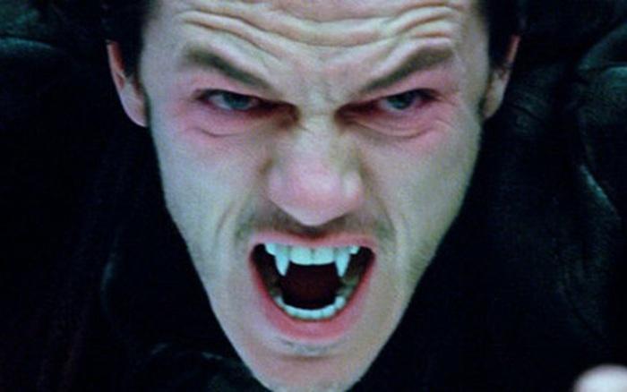 Luke Evans (Dracula Untold) khốn khổ vì răng nanh , Ác Quỷ Dracula: Huyền  Thoại Chưa Kể