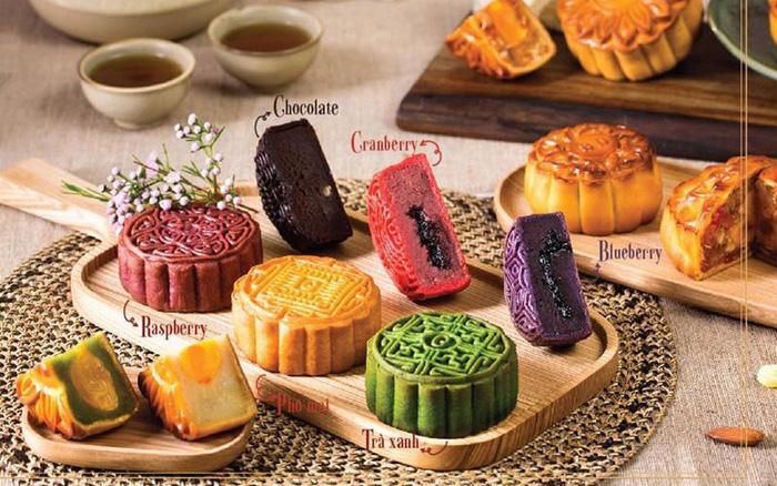 Sốt xình xịch những mẫu bánh Trung thu nhìn cái muốn mua ngay: Ngoại hình long lanh mà hương vị cũng xuất sắc!