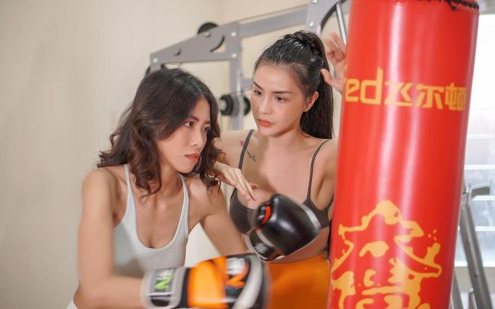 Nữ huấn luyện viên chia sẻ kinh nghiệm giữ eo bằng các bài tập slim body