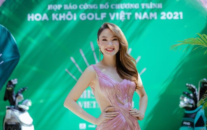"""Minh Hằng ngồi """"ghế nóng"""" cuộc thi """"Hoa Khôi Golf Việt Nam 2021"""""""