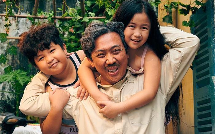 """""""Bố Già"""" của Trấn Thành - Phiên bản gà trống nuôi con tưởng chẳng có gì mới lạ nhưng lại đặc biệt nhất màn ảnh Việt"""