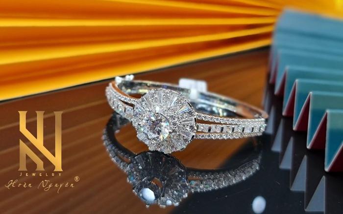 Hoàn Nguyên Jewelry - Khẳng định phong cách cùng trang sức cao cấp