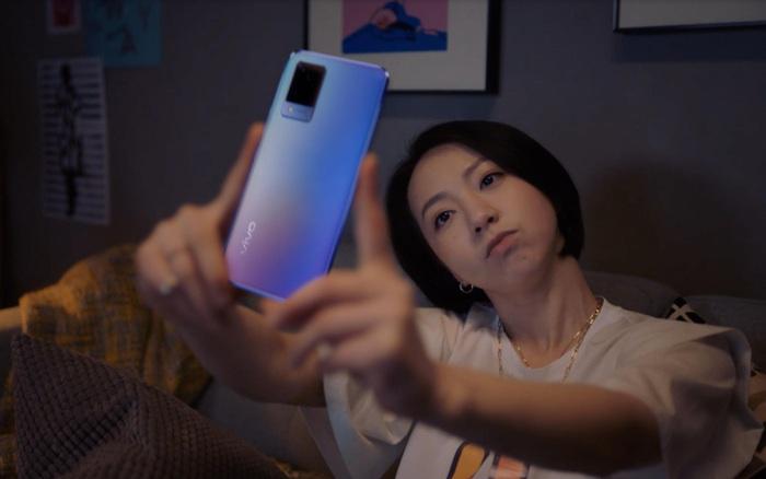 """Tin vui cho tín đồ thích chụp ảnh: Ảnh mờ nhòe, out nét không còn là nỗi bận tâm với """"siêu phẩm selfie"""" vivo V21 5G"""