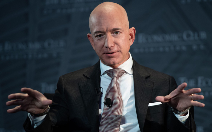 """Học cách """"giữ chất riêng"""" như tỉ phú Jeff Bezos, Melinda Gates và nước khoáng"""