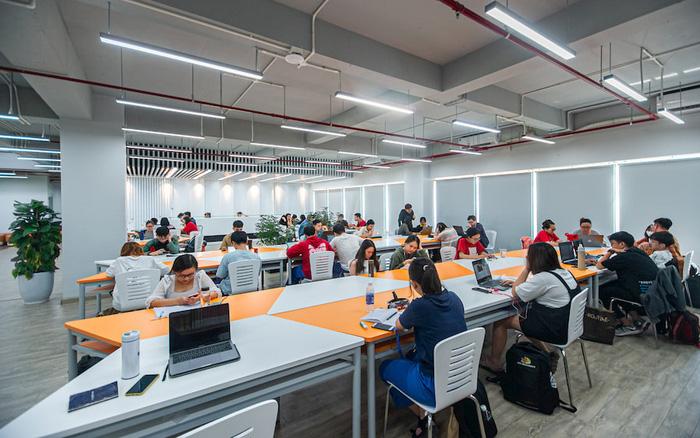 """Đột nhập thư viện """"vừa to, vừa đẹp lại có cả phòng chiếu phim"""" của sinh viên ĐH FPT TP. Hồ Chí Minh"""
