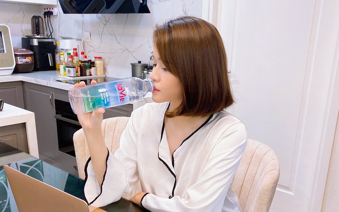 Huyền Trang Bất Hối: Hãy chọn sống khí chất, khác biệt như giọt nước khoáng